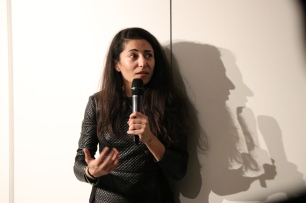 Samar Maqusi introducing her spatial installation (c) E. Fiddian-Qasmiyeh